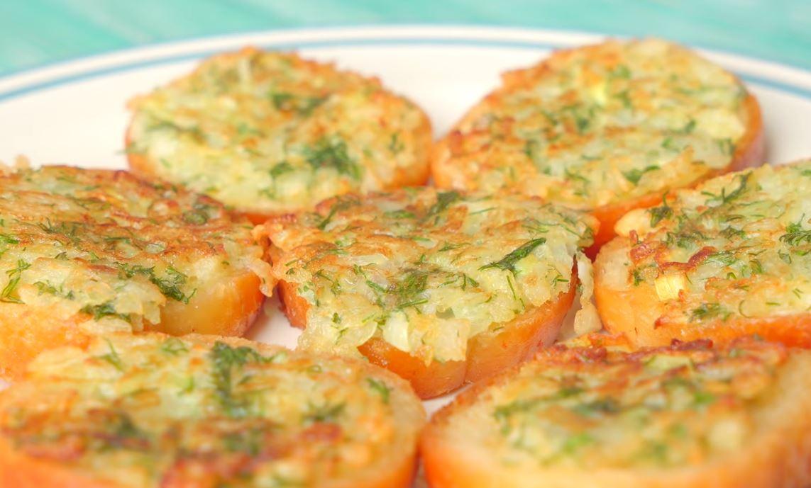 Хрустящие и вкусные луковые гренки