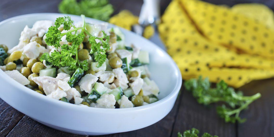 10 сытных салатов с курицей, от которых вы будете в восторге