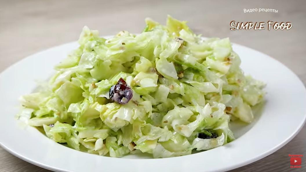 «Вальдорф» - необычный салат-«аристократ» с секретным ингредиентом и оригинальной заправкой