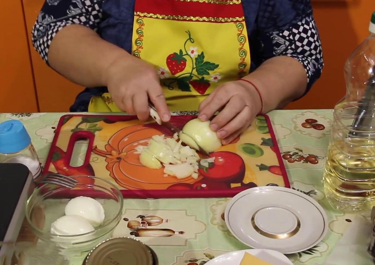 Рыбный пирог на скорую руку. Бюджетный рецепт от Юлии Миняевой.