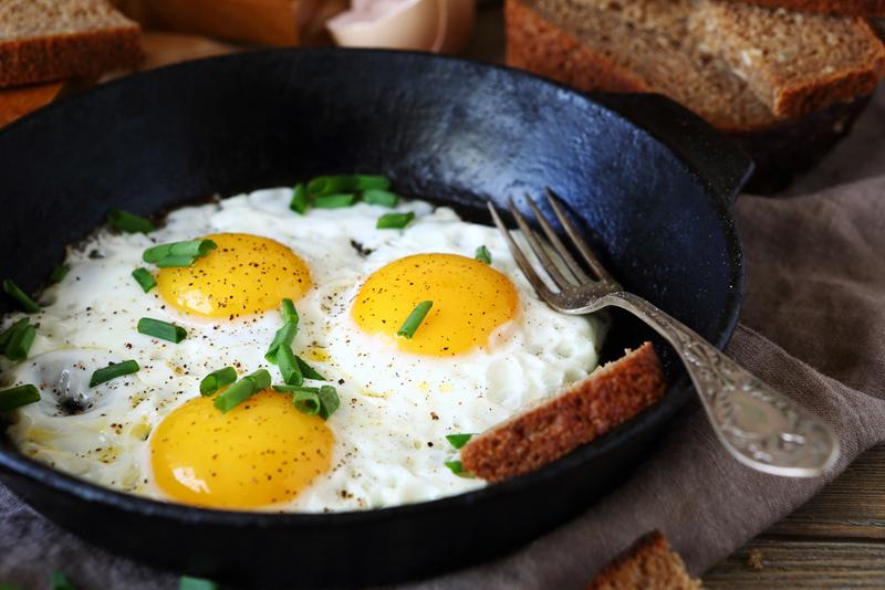Что будет, если жарить яичницу на сливочном масле