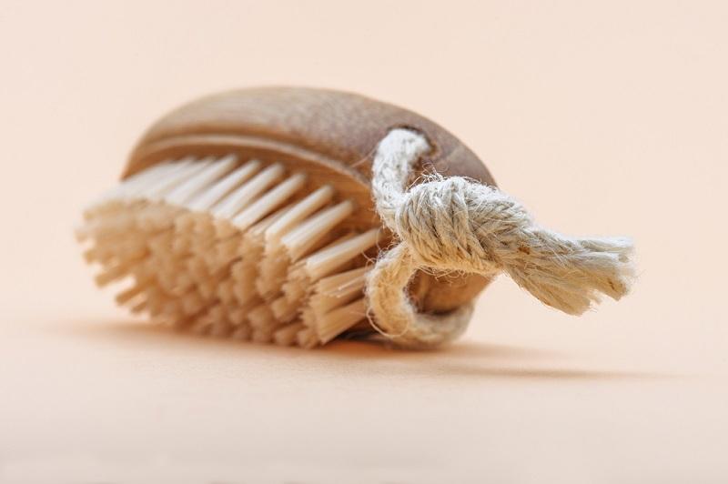 Какое средство выталкивает грязь из ковра и как его замешать