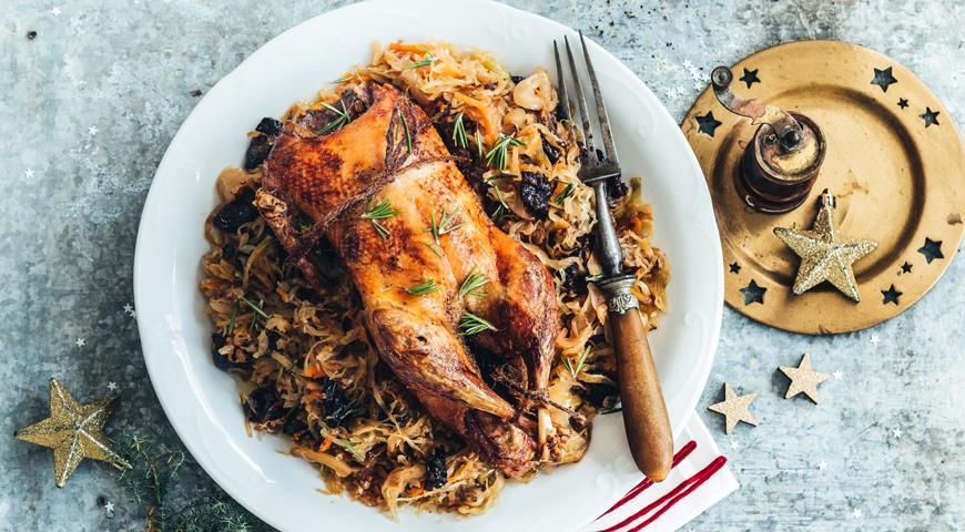 Утку для новогоднего стола вовсе не обязательно запекать в духовке целиком, хотя это тоже вкусно. Есть много других замечательных блюд, для которых подойдут самые разные части утки.