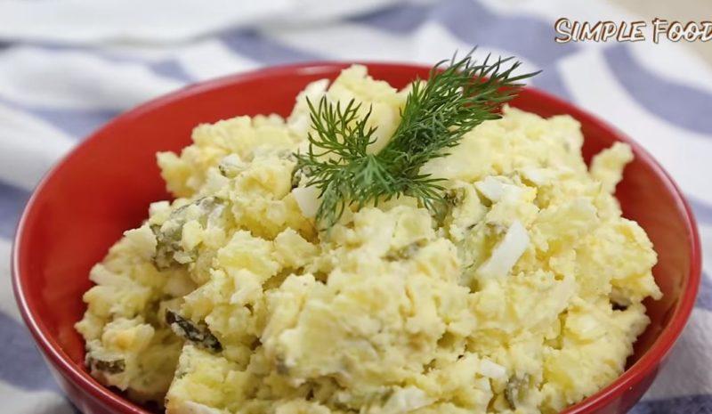 Невероятно вкусный и простой в приготовлении салат, который может использоваться как гарнир