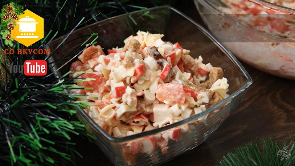 Три самых вкусных салата с сухариками - запомните рецепты, пригодятся
