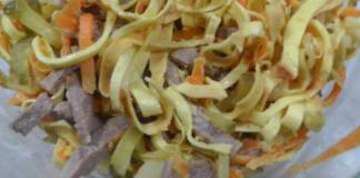 Салат с говяжьим языком и омлетными блинчиками