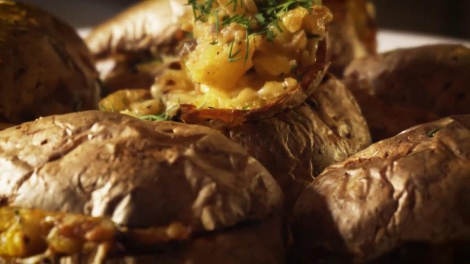 Божественно! Рецепт вкуснейшей запеченной картошки - с начинкой из грибов и золотистого лучка.