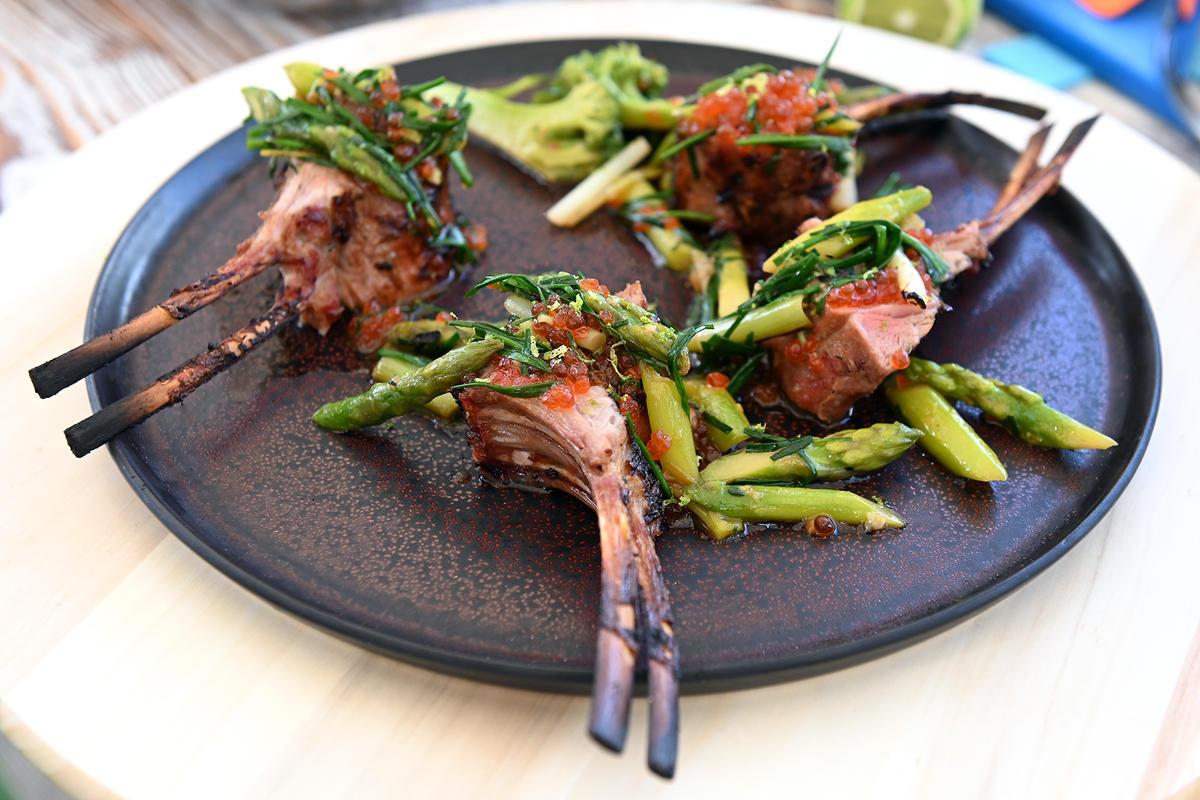 Готовим с любовью, едим с удовольствием: каре ягненка с теплым салатом