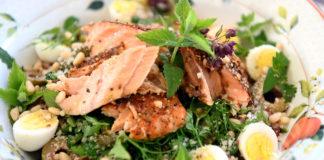 Салат с копченым лососем: раскрываем секрет аппетитной заправки