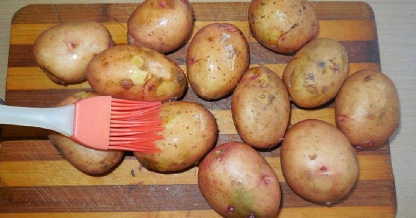 Как правильно запекать картошку целиком: такая мягкая и аппетитная, что можно есть прямо с кожурой!