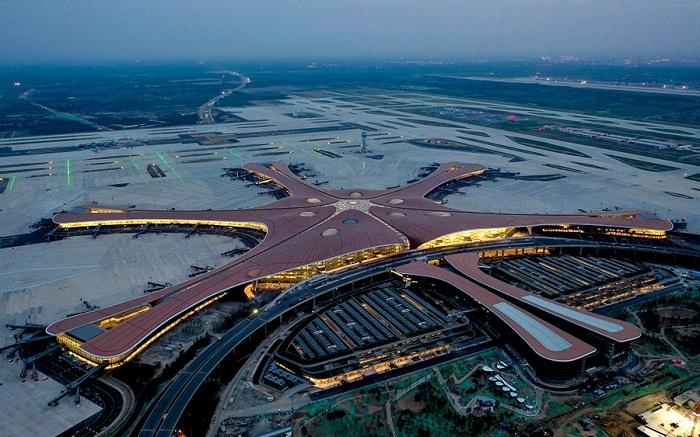 В Пекине открылся крупнейший аэропорт мира, одно из последних творений легендарной Захи Хадид