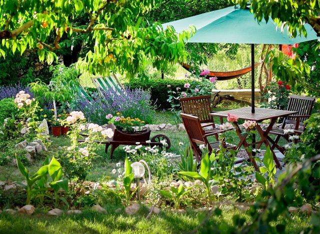 7 фотоидей, как органично вписать грядки в дизайн садового участка