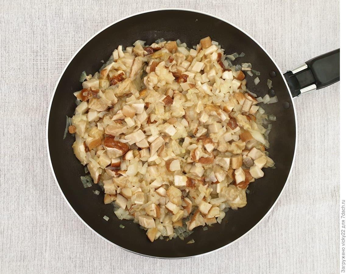 Пельмени с курицей и белыми грибами