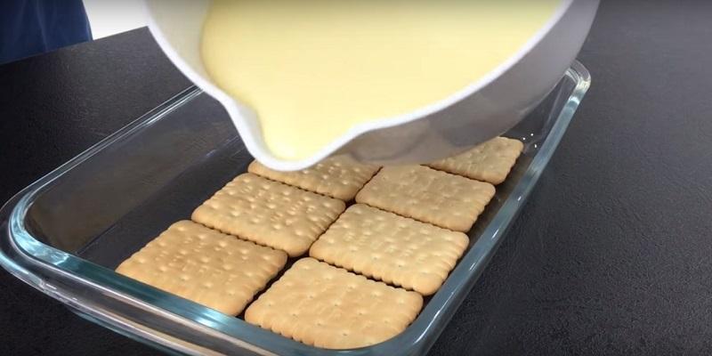 Как приготовить торт без выпечки из печенья и творога «Две полосочки»