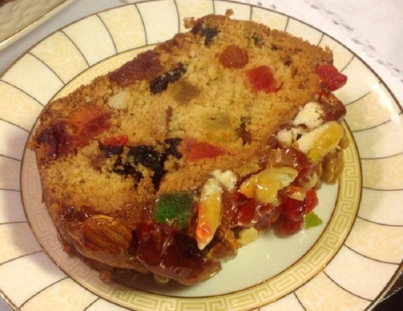 Выпечка традиционного итальянского рождественского кекса