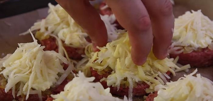Что сделать из половины килограмма фарша и сырого картофеля