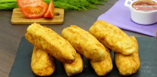 Идея для быстрого завтрака: хрустящая сосиска в нежном омлете
