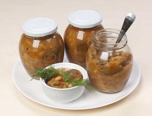 Салат с фасолью и грибами: отличная зимняя заготовка
