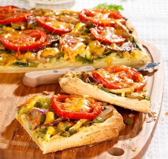Слоеный пирог с овощами: получается сочный и яркий