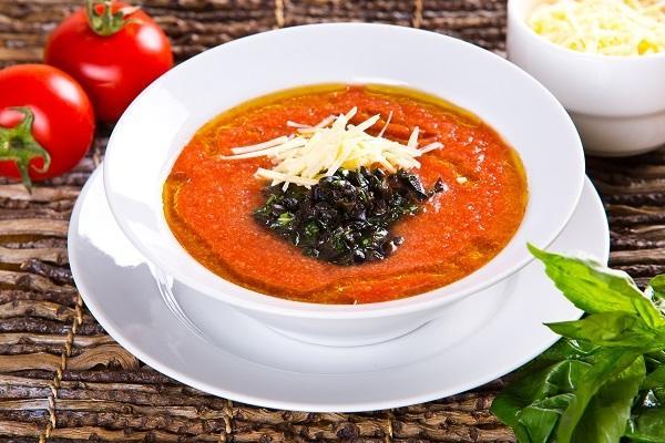 Томатный суп с маслинами