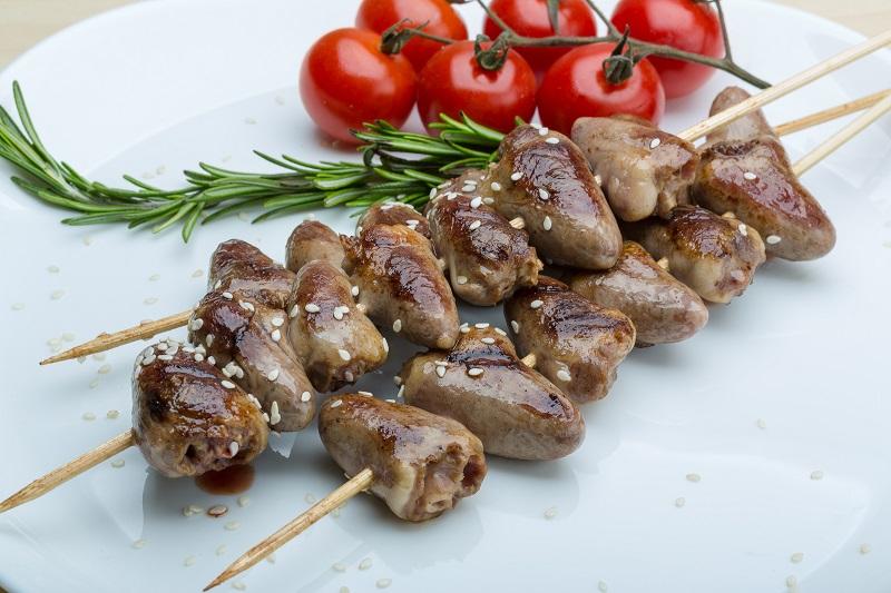 Рецепт маринованных куриных сердечек на шпажках в духовке