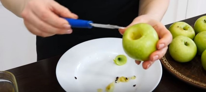 Почему Ольга Матвей выпекает шарлотку с целыми яблоками