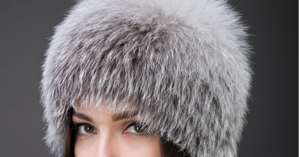 Красивая меховая шапка из старого воротника. И даже швейная машинка не нужна.