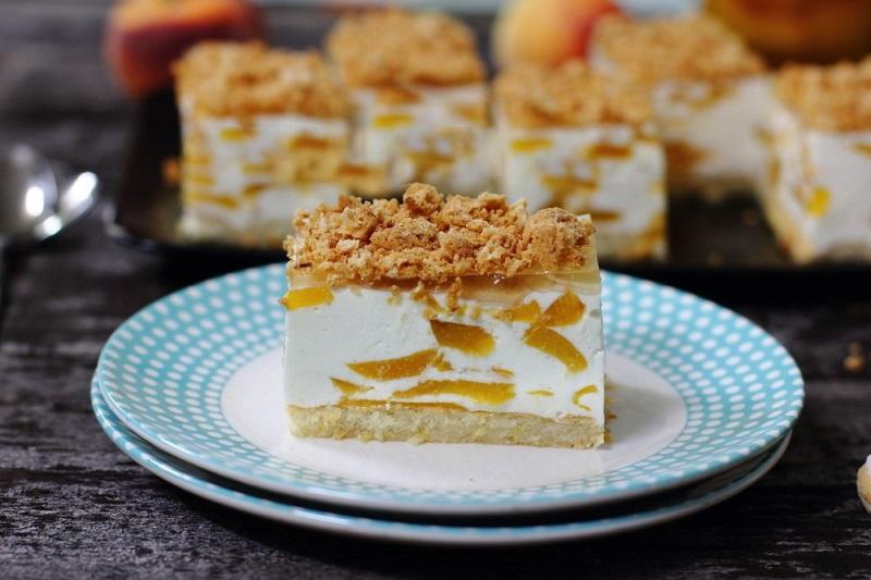 Как быстро приготовить желейный торт из йогурта, банки консервированных фруктов и печенья