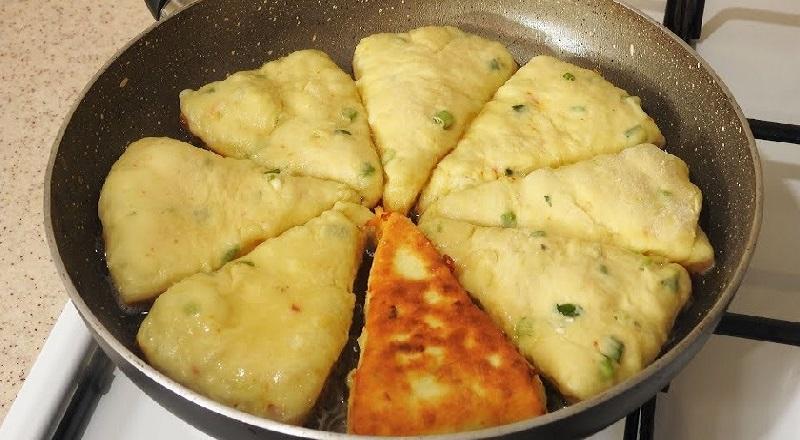 Как приготовить восхитительные сырные треугольники на сковороде