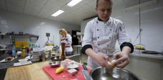 Повар натер картофель на мелкой терке… Через 10 минут он приготовил вкуснейшее блюдо!