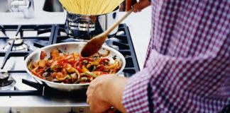 5 вкусных рецептов ужина для тех, кто не любит долго стоять у плиты
