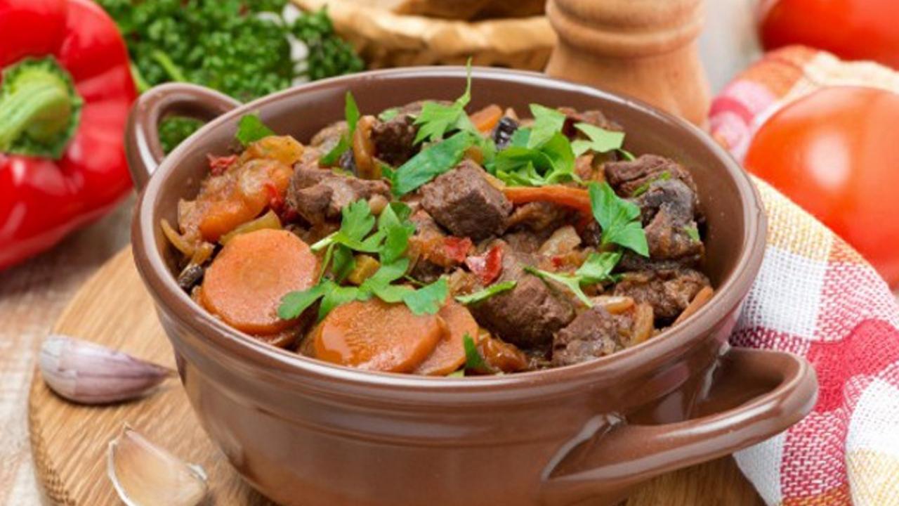как приготовить тушеное мясо с грибами