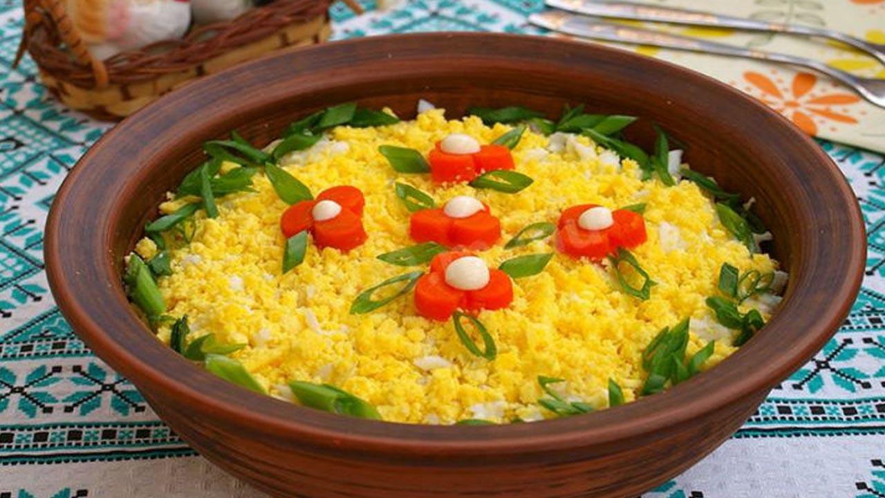 Праздничный салат Мимоза со свежей горбушей. Простые и быстрые рецепты