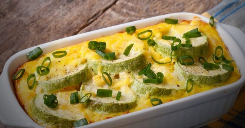 Пирог сырный с цветной капустой и перепелиными яйцами.