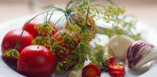 """Рецепты консервации томатов: """"нормальные"""" и для диеты без сахара"""
