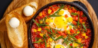 Самая полезная и добрая: армянская яичница в лаваше с бастурмой и томатами – божественно!