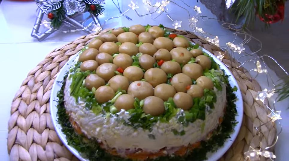 «Грибная поляна» с маринованными шампиньонами. Простой и вкусный рецепт.