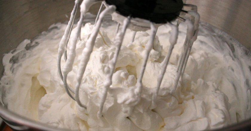 Как приготовить легендарный крем «Пломбир» без лишней волокиты