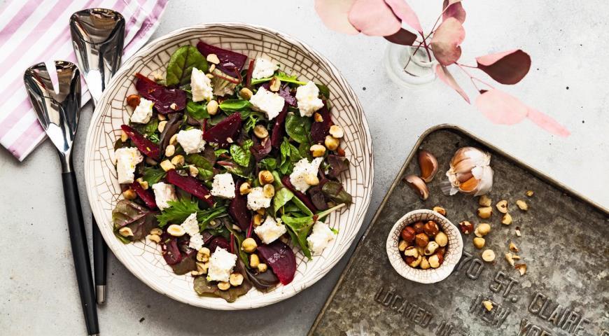 Салат из запеченной свеклы и адыгейского сыра