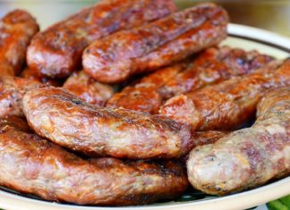 Рецепт восхитительных домашних колбасок на сковороде. Золотистая корочка и сочное мясо.