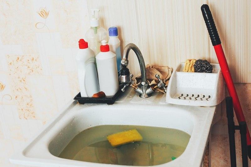 Как устранить засор в раковине без вызова сантехника