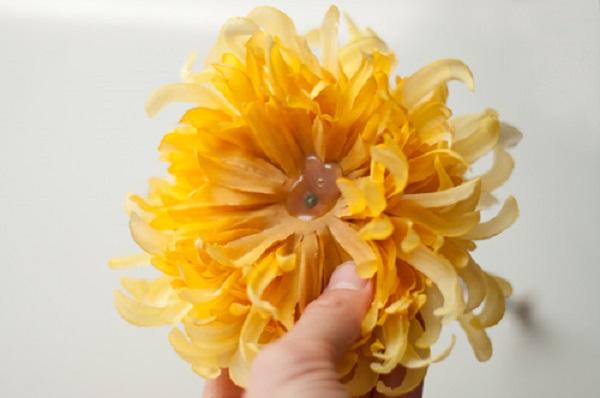 Что делать, если жаль выбрасывать искусственные цветы