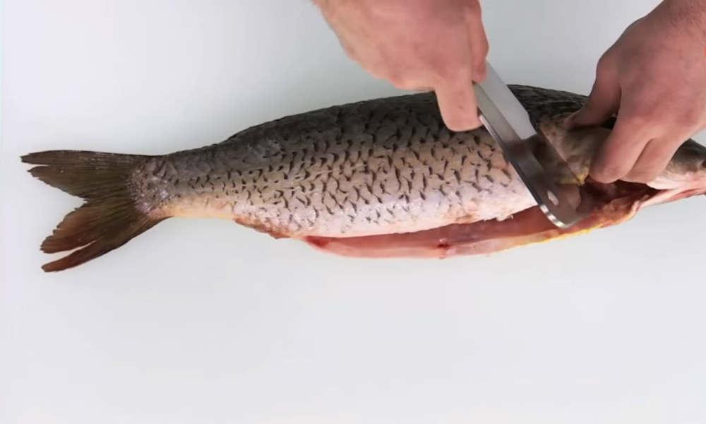 Как надо жарить любую рыбу. В меру соленая, не пригорает, а корочка хрустит.