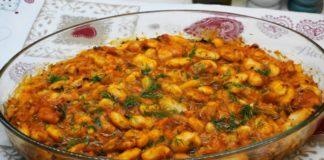 Рецепт греческой хозяйки: великолепная запеченная фасоль в густом томатном соусе