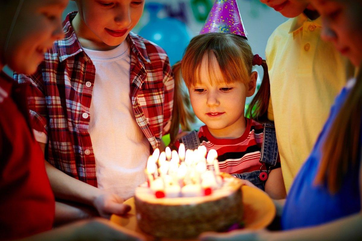 Стоит ли отмечать день рождения и нужно ли устраивать застолье