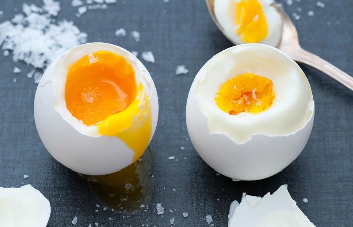 Как сварить куриные яйца без кипячения: выходит вкуснее и полезнее