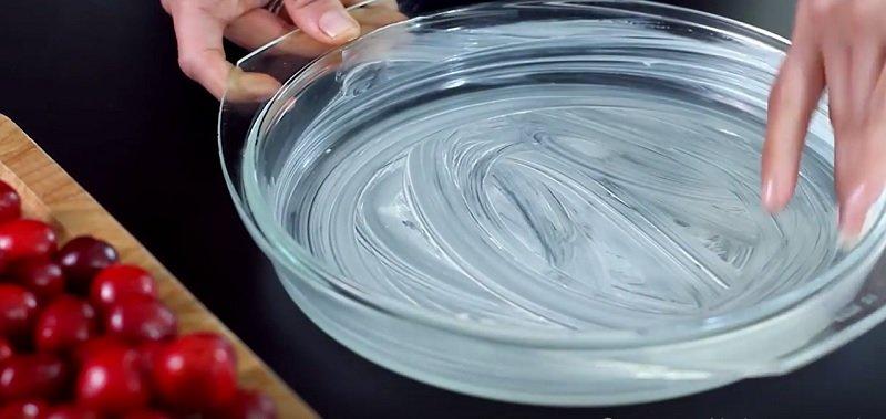 Способ приготовления заливного вишневого пирога