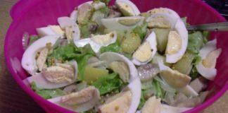 Салат «Отпадный» с сельдью и яйцом. Смелая закуска для любителей остренького.
