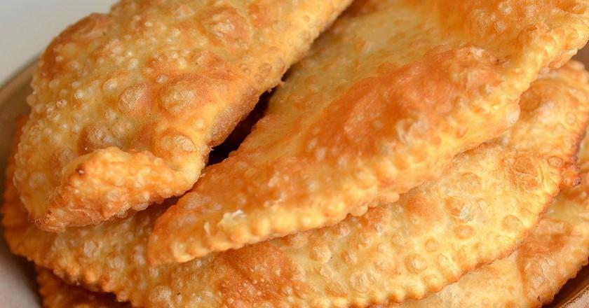 Рецепт приготовления чебуреков на кефире, мягкие и нежные мясные пирожки