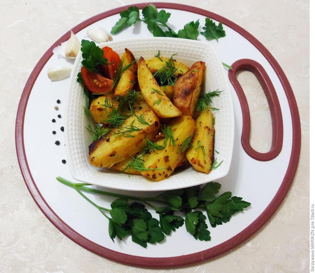 Запеченный картофель со специями - отличный гарнир на все времена